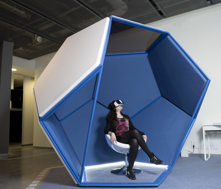 Education Exhibition Booth Design : Virtual reality space fundación telefónica international